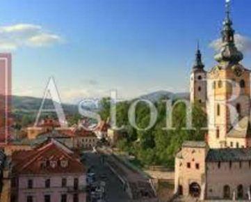Hľadáme rodinný dom vhodný pre firmu aj na bývanie, Banská Bystrica