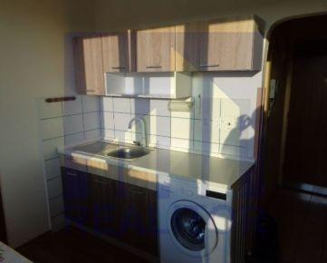 Predaj zariadený jednoizbový byt, 33 m2, balkón, Banská Bystrica, centrum.