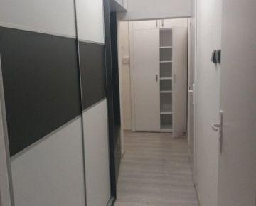 Priestranný 4izbový byt po kompletnej rekonštrukcii na KVP