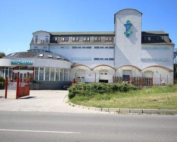 Polyfunkčný skladovo-administratívny objekt (2200 m2) s pozemkom 1644 m2 na predaj vo Zvolene v Lieskovci