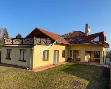 Veľký rodinný dom s bazénom - Pereš, pozemok 710 m2