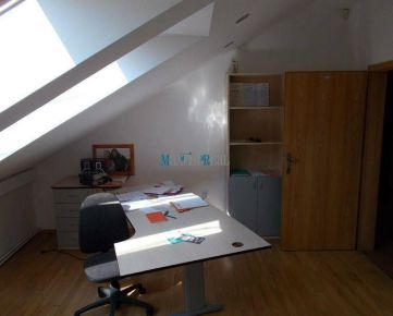 MAXFIN REAL - Kancelária na Farskej
