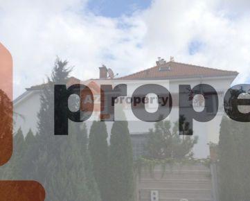Ponúkame na predaj priestrannú štýlovú 8 izbovú vilu vTrnavenaHodžovejulici