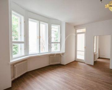 Nadštandardný 3i byt s balkónom v centre Starého Mesta na predaj