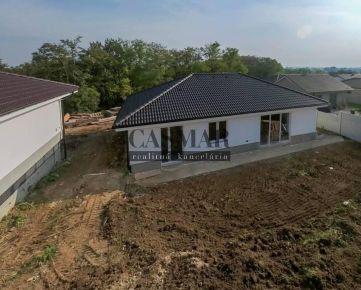 NOVOSTAVBA- 4 izbový rodinný dom v obci  Majcichov