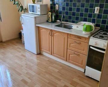 """,,REZERVOVANÝ"""" Veľký pekný 1-izbový byt v tehlovom dome  Dulovo námestie ul. Oravská"""