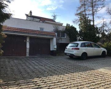 EXKLUZÍVNA NEHNUTEĽNOSŤ IBA U NÁS - Rodinný dom na Koperníkovej ulici v Hlohovci