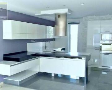 Luxusná rodinná vila s bazénom, 370 m2, pozemok 432 m2, Pereš