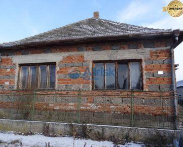 Hrubá stavba rodinného domu na 10 ár pozemku neďaleko rybníka