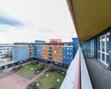 Na prenájom 3 izbový priestranný byt s garážovým státím na začiatku Petržalky