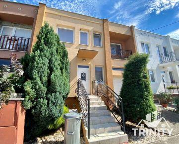 IBA U NÁS na predaj poschodový 4-izbový rodinný dom v obci Bánov