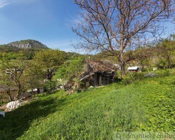 Pozemok so starou chalupou v prírodnom prostredí obce Udiča - časť Uhry na predaj