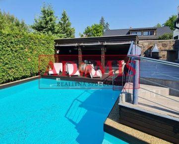 ADOMIS - rodinný dom 3-podlažný, 447m2, bazén, 2xkúpelňa, garáž, altánok, Vyšné Opátske, 2min do centra mesta Košice