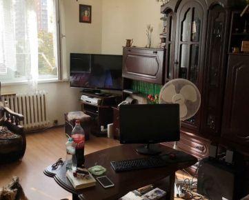 --PBS-- ++EXKLUZÍVNE U NÁS++ 3.-izbový byt o výmere 64 m2 v pôvodnom stave, ulica Gejzu Dusíka++