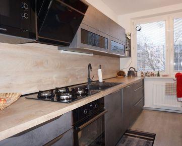 Na predaj kompletne zariadený a zrekonštruovaný 3i byt s balkónom, Trenčín - Šmidkeho ul.