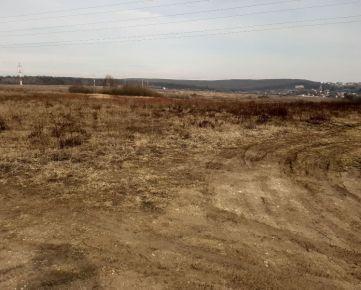 Ponúkame na predaj pozemok v Košiciach v časti Lorinčík za 8295 eur.