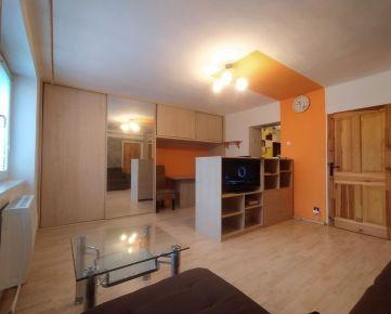 PREDAJ: Tehlový dvojizbový byt  na Jilemnického ulici
