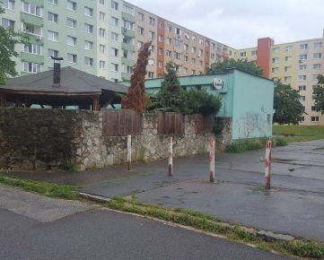 Objekt  s pozemkom a výborným parkovaním vhodný na podnikanie
