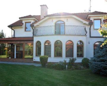 BEST REALITY ponúka na predaj luxusnú vila v exkluzívnej časti obce Madunice.