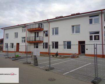 K&R CARPATIA-real *  1i byt s predzáhradkou - 14 m2 vo Vila dome v štandarde a parkovacím státím - Slovenský Grob