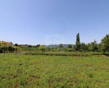 Direct Real - Jedinečný stavebný pozemok v centre obce Košolná