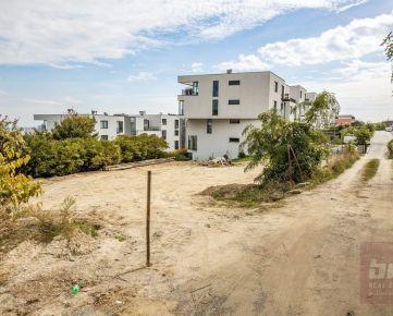 Predaj - krásny pozemok na Kolibe na malopodlažnú bytovú výstavbu