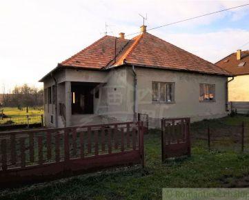 Rodinný dom s 27 árovým pozemkom v slušnej obci južného Slovenska - Bátorová