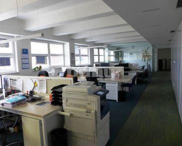 Prenájom zariadené kancelárske priestory 412 m2 s parkovaním Žilina