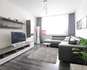 HERRYS - Na prenájom priestranný kompletne zariadený 4 izbový byt s veľkou loggiou v Karlovej Vsi
