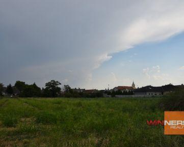 Pozemok v tichej obci Čakany, 25 km od Bratislavy