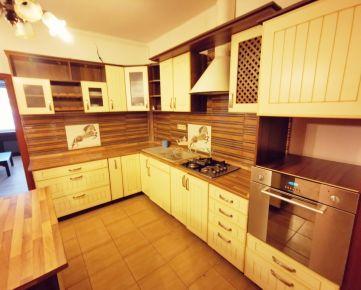 Prenájom - pekný 4 izbový byt v rodinnom dome