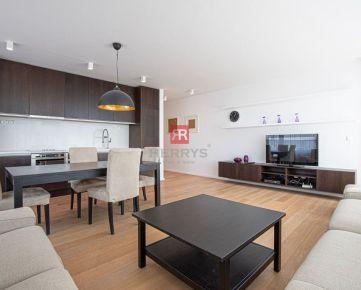HERRYS – Na prenájom priestranný 3 izbový byt s parkovacím miestom v OC Retro