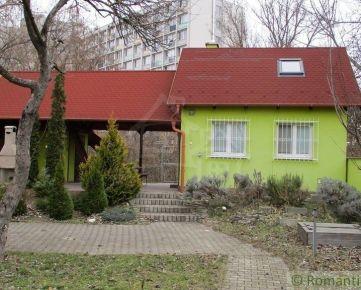 Celoročne obývateľná chata na 3 árovom pozemku v Bratislave neďaleko Malého Dunaja