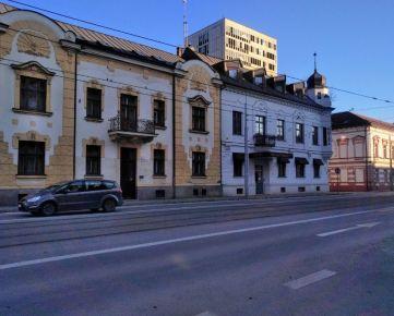 Budova v centre