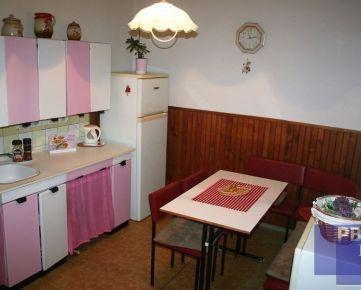 --PBS-- Rodinný dom 3+1 s GARÁŽOU na krásnom rozľahlom pozemku o výmere 825 m2 v Trnave - časť TULIPÁN