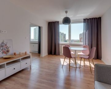 NEO- veľmi pekne zrekonštruovaný a zariadený 3i byt na Družbe