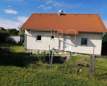 Na predaj veľmi pekný rodinný dom v obci Veľké Orvište, o výmere 642 m2. CENA: 140 000,00 EUR