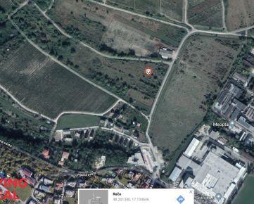 Investičný pozemok 807 m2 vo vinohradoch, Rača