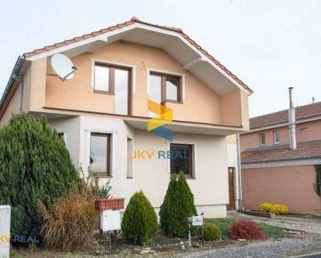 JKV REAL   Na predaj krásny velký rodinný dom s garažou, Madunice
