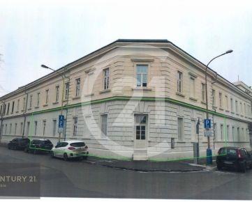 CENTURY 21 Realitné Centrum ponúka -rohový nebytový priestor, vstup z ulice a súkromného dvora, 328 m2, Baštová ul., vlastné parkovisko