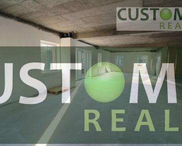 Svetlé administratívne a prevádzkové priestory - možnosť úpravy podľa požiadavky klienta.