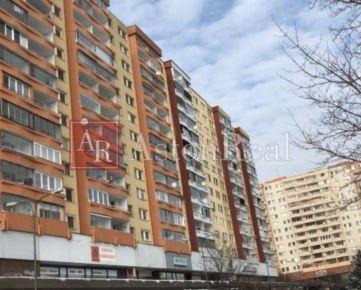 Súrne hľadám pre nášho klienta 3-4 izbový byt Bratislava - Petržalka