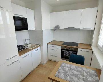 Veľmi pekný 1-1/2 izb. byt blízko Centra, Vojenská ul., kompl. rekonštrovaný a zariadený, Lo, Výťah