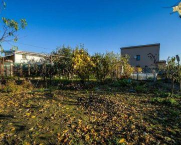 PRE NEPOSEDNÝCH - priestranná záhrada na Domových roliach - Ružinov