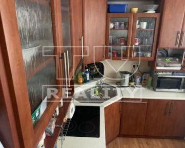 Priestranný 2 izbový byt 67 m2, prerobený na 3 izbový, Tvrdošín - Medvedzie. CENA: 84 000,00 EUR