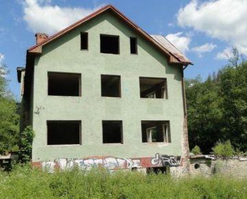 VEĽKÝ POZEMOK 7809 m2 v POVINE, BÝVALÝ HORSKÝ HOTEL JEDĽOVINA. CENA: 219 990,00 EUR