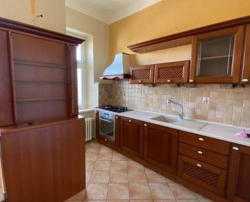 Veľký 2-izbový byt v centre mesta na Štefánikovej ul.