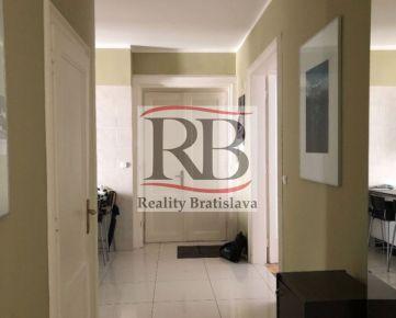 Na prenájom 4 izbový byt na Dobrovičovej ulici v Starom Meste
