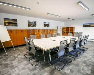 Seminárne miestnosti - dobrá dostupnosť, parkovanie 24h denne 7 dní v týždni !