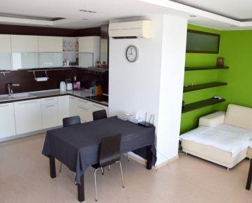 Slnečný 3-izbový byt s klimatizáciou a 2 parkovacími státiami, Kresánkova ul.